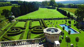Le jardin et la piscine du chateau Beaulieu