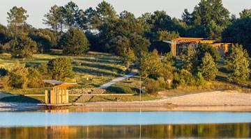 Arjuzanx : pavillon d'eau