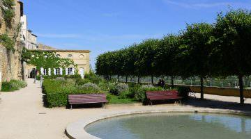 Le bassins du XVIIIe siècle du chateau Lauris