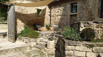 Jardin privé dans le Luberon : pierres sèches