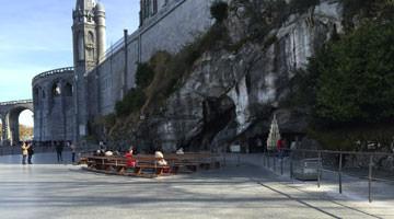 Notre Dame de Lourdes : le parvis